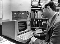 Jacob Palme vid terminal till DECsystem-10 1978